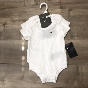 NWT 3 pack bodysuit 12m